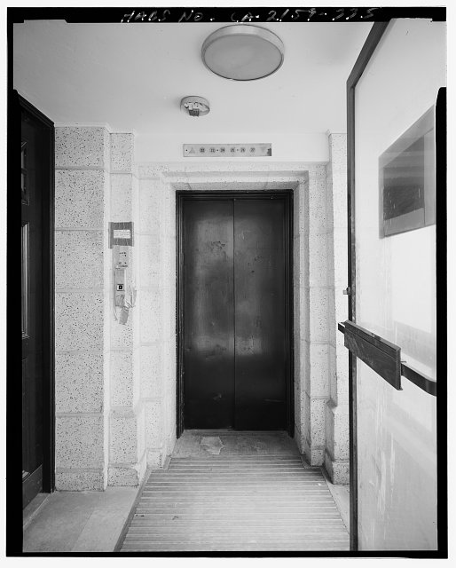 John Ash, AIA, Photographer August 1997. DETAIL OF LOS ANGELES CITY HALL TWENTY-SEVENTH FLOOR EAST EXTERIOR GALLERY WALKWAY SHOWING ELEVATOR, FACING NORTH - Los Angeles City Hall, 200 North Spring Street, Los Angeles, Los Angeles County, CA