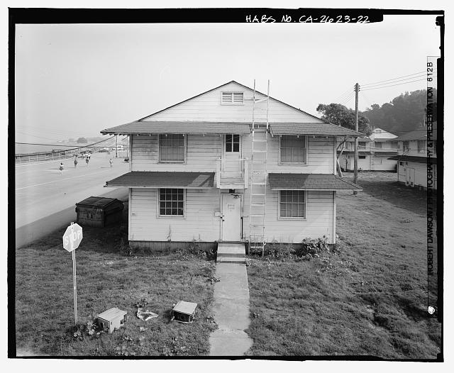 Building No. 905, west side, showing relationship to bay (left) and row of barracks (right) - Presidio of San Francisco, Enlisted Men's Barracks Type, West end of Crissy Field, between Pearce & Maudlin Streets, San Francisco, San Francisco County, CA