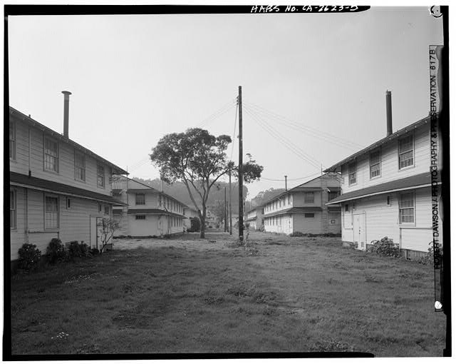 Row of barracks, Building No. 902 (right) and Building No. 903 (left), looking 277 degrees west - Presidio of San Francisco, Enlisted Men's Barracks Type, West end of Crissy Field, between Pearce & Maudlin Streets, San Francisco, San Francisco County, CA