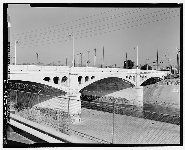 3.  DETAIL VIEW OF SOUTHSIDE OF MAIN STREET BRIDGE CROSSING THE LOS ANGELES RIVER. LOOKING NORTHEAST. - North Main Street Bridge, Los Angeles, Los Angeles County, CA