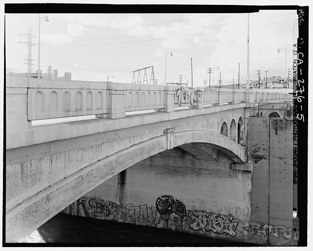 5.  DETAIL VIEW OF NORTHSIDE OF MAIN STREET BRIDGE CROSSING THE LOS ANGELES RIVER. LOOKING SOUTHWEST. - North Main Street Bridge, Los Angeles, Los Angeles County, CA