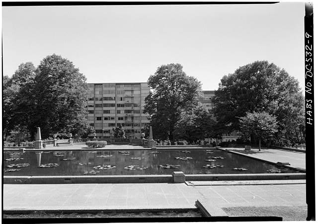 9.  LOWER TERRACE POOL, LOOKING SOUTH, EXEDRA IN BACKGROUND, summer 1985 - Meridian Hill Park, Bounded by Fifteenth, Sixteenth, Euclid & W Streets, Northwest, Washington, District of Columbia, DC