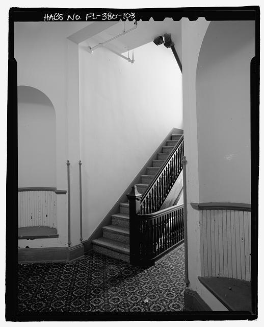 SOUTH WING, FIRST FLOOR, STAIRCASE AND OVAL WALL INSERTS: CAMERA DIRECTION NORTHEAST - Ormond Hotel, 15 East Granada, Ormond Beach, Volusia County, FL