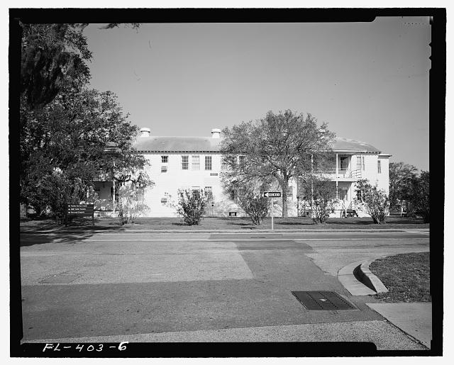 West front, View towards East. - U.S. Naval Air Station, Lodge, Southeast corner of West and North Avenues, Pensacola, Escambia County, FL