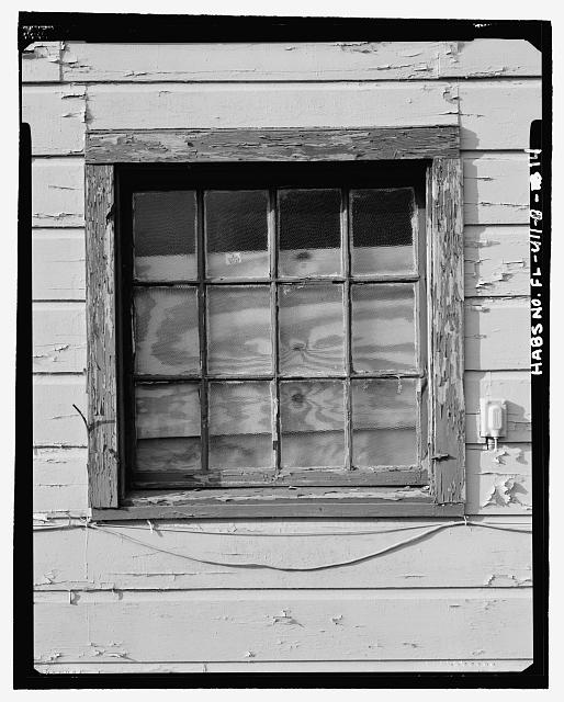 DETAIL, WINDOW ON THE NORTH FACADE, LOOKING SOUTH - Eglin Air Force Base, Storehouse & Company Administration, Southeast of Flager Road, Nassau Lane, & southern edge of Weekly Bayou, Valparaiso, Okaloosa County, FL