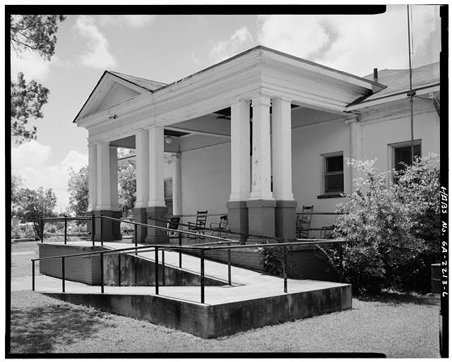 EAST PORCH, LOOKING SOUTHWEST - Wise Sanatorium No. 2, Hospital Street, Plains, Sumter County, GA