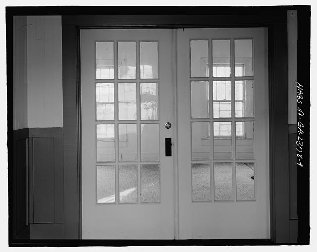 FRENCH DOORS FACING WEST BETWEEN LIVING ROOM AND DINING ROOM - Sallie Zetterower House, 331 South Main Street, Statesboro, Bulloch County, GA