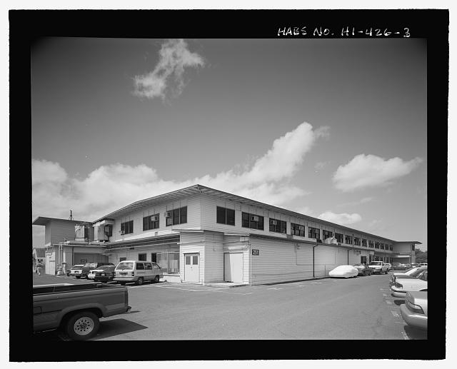 OBLIQUE SHOWING NORTHEAST END AND NORTHWEST SIDE. FACILITY 252 PORTION OF BUILDING IS ON LEFT. - U.S. Naval Base, Pearl Harbor, Combat Intelligence Center, Makalapa Drive in Makalapa Administration Area, Pearl City, Honolulu County, HI