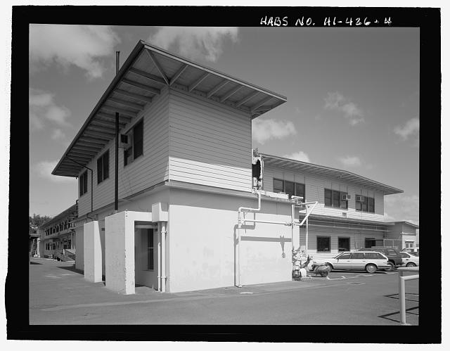 OBLIQUE OF NORTHEAST END WITH FACILITY 252 PORTION OF BUILDING (FIRST-FLOOR CONCRETE PORTION) IN FOREGROUND. - U.S. Naval Base, Pearl Harbor, Combat Intelligence Center, Makalapa Drive in Makalapa Administration Area, Pearl City, Honolulu County, HI