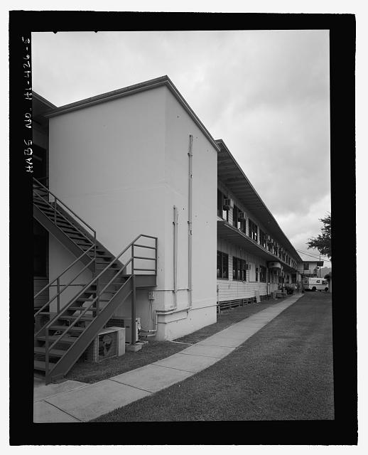 OBLIQUE OF SOUTHEAST SIDE WITH VAULT IN FOREGROUND. - U.S. Naval Base, Pearl Harbor, Combat Intelligence Center, Makalapa Drive in Makalapa Administration Area, Pearl City, Honolulu County, HI