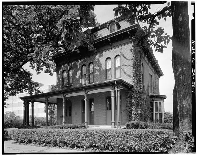 1.  SOUTH FRONT AND EAST SIDE - Swain-Vincent House, 824 Third Avenue, South, Fort Dodge, Webster County, IA