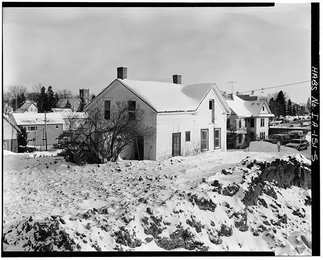 5.  SOUTHWEST CORNER, VIEW TO NORTHEAST - P. J. Almquist House, 16 Second Street Northwest, Waukon, Allamakee County, IA