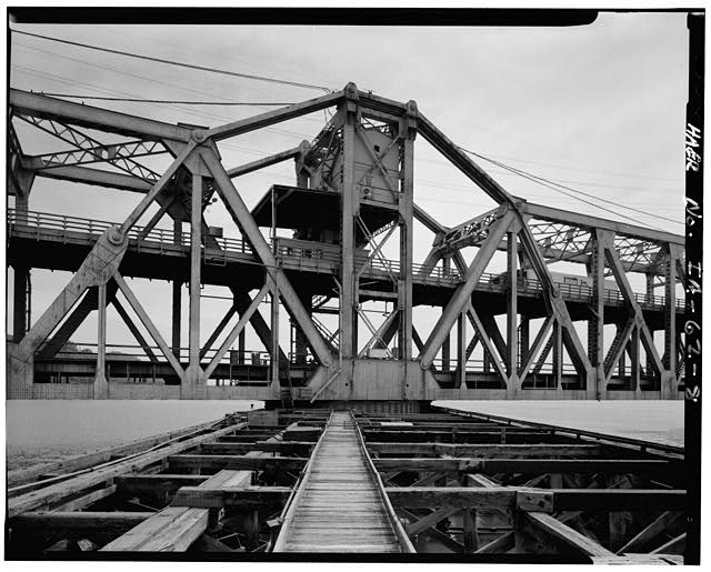 8.  MIDDLE OF SWING SPAN, FROM SOUTHWEST - Fort Madison Bridge, Spanning Mississippi River at U.S. Highway 61, Fort Madison, Lee County, IA