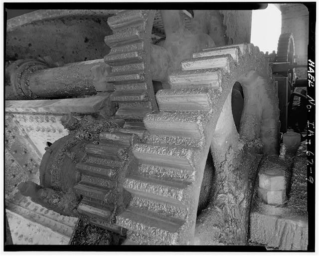 9.  DETAIL OF DRIVE GEARS, FROM SOUTHWEST - Fort Madison Bridge, Spanning Mississippi River at U.S. Highway 61, Fort Madison, Lee County, IA