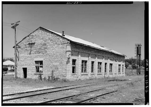 1.  SOUTH AND EAST FACADES OF ORIGINAL FREIGHT DEPOT, LOOKING NORTHWEST - Illinois Central Railroad, Freight Depot No. 1, North of First Street, east of Union Street, La Salle, La Salle County, IL