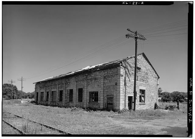 2.  SOUTH AND WEST FACADES OF ORIGINAL FREIGHT DEPOT, LOOKING NORTHEAST - Illinois Central Railroad, Freight Depot No. 1, North of First Street, east of Union Street, La Salle, La Salle County, IL