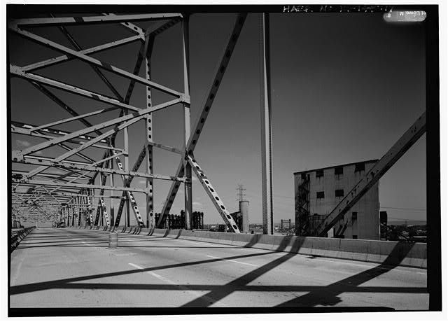 17.  LOOKING NORTH AT ROADWAY LEVEL, SHOWING INSIDE OF NORTHEAST TRUSS OF MAIN SPAN. - Chicago Skyway Toll Bridge, I-90, for 7.8 miles from South State Street to Indiana state line, Chicago, Cook County, IL