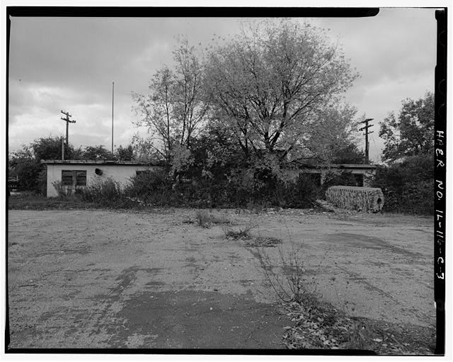 3.  MESS HALL, REAR SIDE, LOOKING WEST. - NIKE Missile Base C-84, Mess Hall, North of Launch Area Entrance Drive, east of Officers' Quarters & Administration Building, Barrington, Cook County, IL