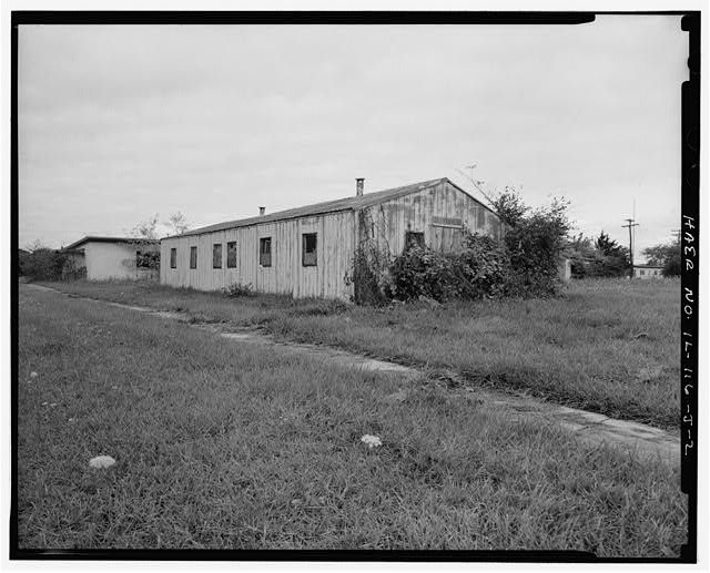 2.  PX (SUPPLY STORE), REAR AND RIGHT SIDES, LOOKING NORTHWEST. - NIKE Missile Base C-84, PX, South of Launch Area Entrance Drive, east of barracks, Barrington, Cook County, IL