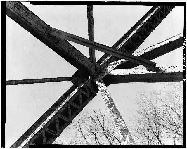 16.  DETAIL VIEW OF TRUSS - Hamilton County Bridge No. 218, Greenfield Pike, spanning Stoney Creek, Noblesville, Hamilton County, IN