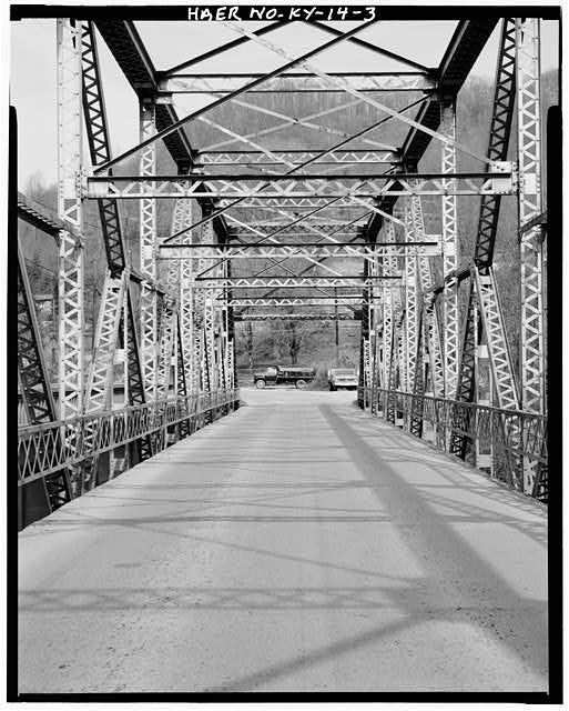 3.  VIEW OF INTERIOR WEB, LOOKING WEST - Kentucky Route 840 Bridge, Spanning Cumberland River, Loyall, Harlan County, KY
