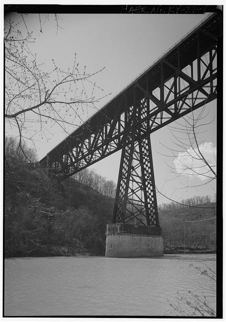 4.  CENTRAL PIER OF RIVER CHANNEL LOOKING SW. - High Bridge, 4 miles Southwest of Wilmore, High Bridge, Jessamine County, KY