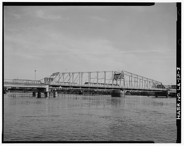 3.  SWING SPAN SOUTHEAST ELEVATION CLOSE-UP, LOOKING NORTH. - DeSiard Street Bridge, Spanning Ouachita River, Monroe, Ouachita Parish, LA