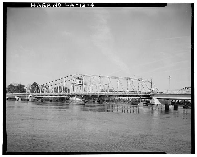 4.  SWING SPAN SOUTHEAST ELEVATION, LOOKING NORTHWEST. - DeSiard Street Bridge, Spanning Ouachita River, Monroe, Ouachita Parish, LA