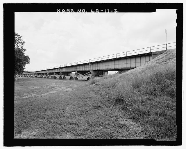 VIEW OF WEST BANK RAILROAD APPROACH VIADUCT TO BRIDGE LOOKING EAST-SOUTH EAST. - Huey P. Long Bridge, Spanning Mississippi River approximately midway between nine & twelve mile points upstream from & west of New Orleans, Jefferson, Jefferson Parish, LA