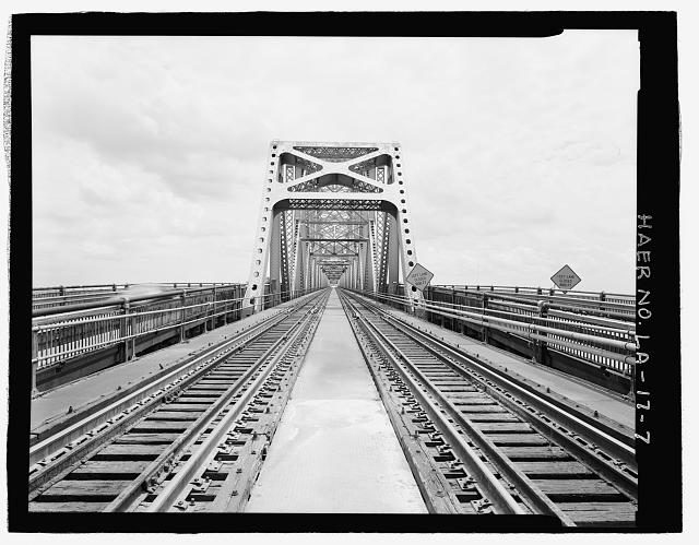 VIEW OF BRIDGE CANTILEVER THROUGH TRUSS CANTILEVER PORTAL ON WEST BANK SIDE LOOKING NORTHWEST. - Huey P. Long Bridge, Spanning Mississippi River approximately midway between nine & twelve mile points upstream from & west of New Orleans, Jefferson, Jefferson Parish, LA