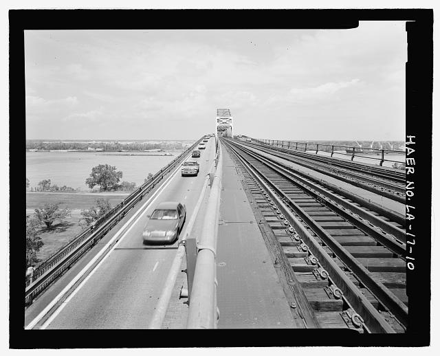 VIEW OF EAST BANK ELEVATED RAILROAD APPROACH AND EAST SIDE OF HIGHWAY APPROACH LOOKING SOUTHEAST TOWARD BRIDGE. - Huey P. Long Bridge, Spanning Mississippi River approximately midway between nine & twelve mile points upstream from & west of New Orleans, Jefferson, Jefferson Parish, LA