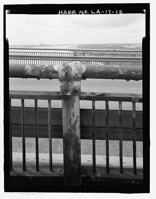 CLOSE-UP VIEW OF ELEVATED HIGHWAY RAILING LOOKING NORTHEAST. - Huey P. Long Bridge, Spanning Mississippi River approximately midway between nine & twelve mile points upstream from & west of New Orleans, Jefferson, Jefferson Parish, LA