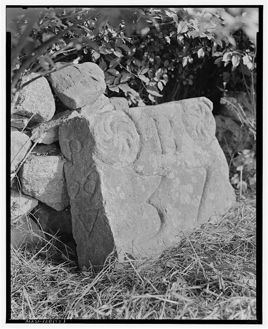6.  Historic American Buildings Survey Frank O. Branzetti, Photographer Aug. 27, 1940 (yy) 37- MILE STONE, LOWER ROAD, NEWBURY LOOKING SOUTH - Milestones UU, VV, WW, XX, YY & ZZ, Various Newbury locations, Newbury Old Town, Essex County, MA