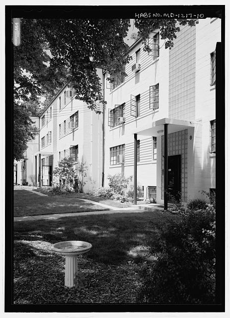 PERSPECTIVE VIEW FROM SOUTHWEST (STREET SIDE) OF 8-14 PARKWAY (APARTMENT BUILDINGS).  NOTE ORIGINAL STEEL CASEMENT WINDOWS AND GLASS BLOCK. - Old Greenbelt, Crescent Road and Southway, Greenbelt, Prince George's County, MD