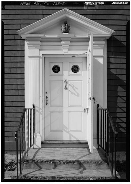 5.  DETAIL, SOUTH FRONT, ENTRANCEWAY - William Pepperrell House, State Route 103, Kittery Point, York County, ME