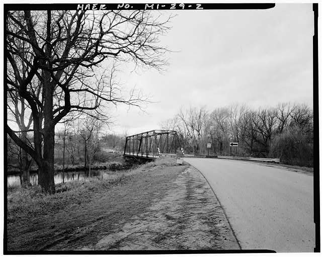 2.  VIEW OF BRIDGE, LOOKING WEST FROM COLE ROAD - Knaggs Bridge, Spanning Shiawassee River on Cole Road, Bancroft, Shiawassee County, MI