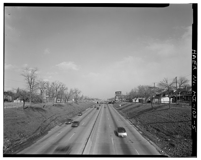 5.  LONG VIEW EAST, FROM SECOND AVENUE BRIDGE - Davison Freeway from M-10 to Oakland Avenue, M-10 to Highland Park, Highland Park, Wayne County, MI