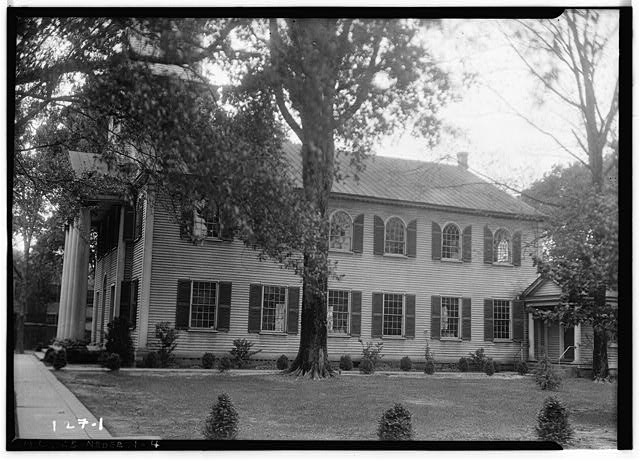4.  Historic American Buildings Survey, Wootten-Moulton, Photgraphers May 2, 1934 EXTERIOR VIEW (EAST AND SOUTH ELEVATIONS). - First Presbyterian Church, New & Middle Streets, New Bern, Craven County, NC
