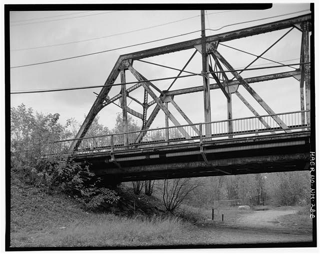 8.  View looking north, showing west end of p - Manchester Street Bridge, Spanning Merrimack River at Manchester Street (U.S. Route 3), Concord, Merrimack County, NH