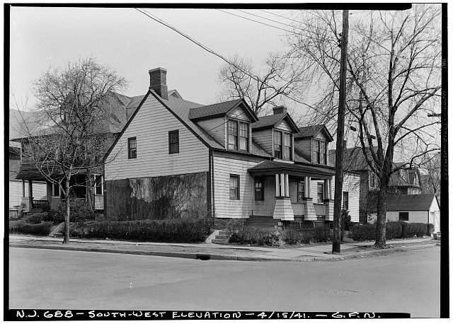 2.  Historic American Buildings Survey George Neuschafer, Photographer April 15, 1941 EXTERIOR - SOUTHWEST ELEVATION - Daniel Dood House, 339 Franklin Street, Bloomfield, Essex County, NJ
