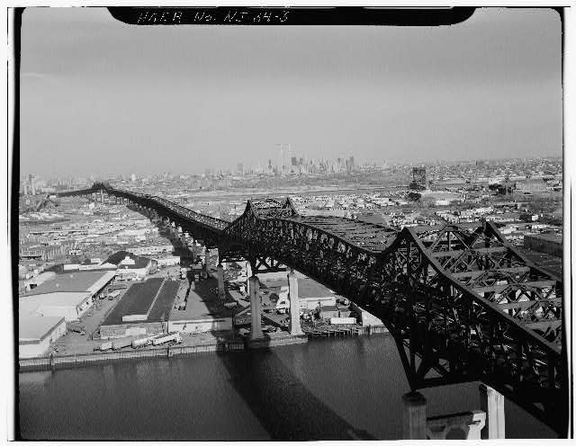 3.  CLOSE UP VIEW LOOKING OBLIQUELY DOWNSTREAM OF THE CANTILEVER THROUGH TRUSS OVER THE PASSAIC RIVER WITH NEW YORK IN THE BACKGROUND - Pulaski Skyway, Spanning Passaic & Hackensack Rivers, Jersey City, Hudson County, NJ