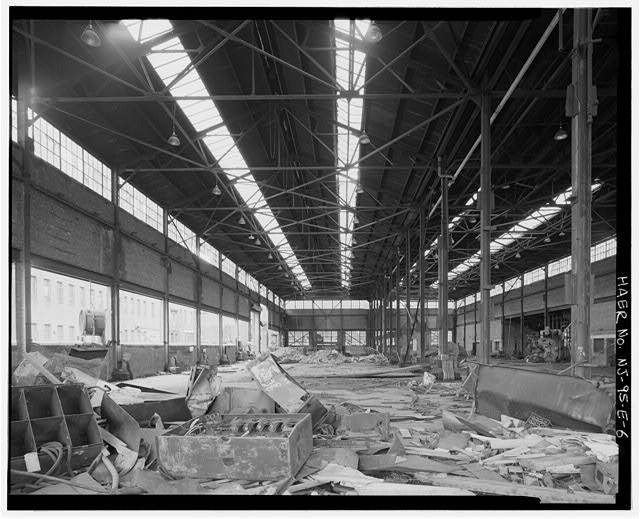 6.  VIEW WEST-INTERIOR OF FIRST FLOOR OF THE BETHLEHEM STEEL COMPANY SHIPYARD PLATE SHOP. - Bethlehem Steel Company Shipyard, Plate Shop, 1201-1321 Hudson Street, Hoboken, Hudson County, NJ
