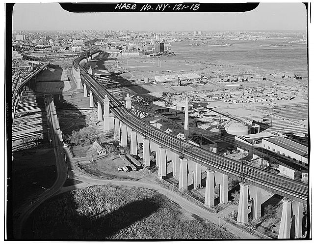 18.  View looking NE up corridor showing Wards Island Viaduct in foreground and Randalls Island Viaduct in background. Wards Island, New York Co., NY. Sec. 4207, MP 8.02. - Northeast Railroad Corridor, Amtrak Route between New Jersey/New York & New York/Connecticut State Lines, New York, New York County, NY