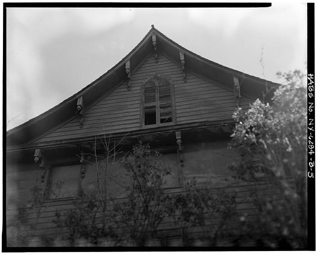 5.  VIEW SOUTHEAST, SHUTTERED ATTIC WINDOW DETAIL - Simpsonville, 7 Power Avenue (House), Hudson, Columbia County, NY