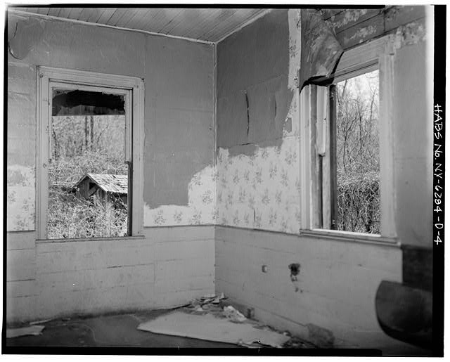 4.  INTERIOR VIEW - Simpsonville, 10 Power Avenue (House), Hudson, Columbia County, NY