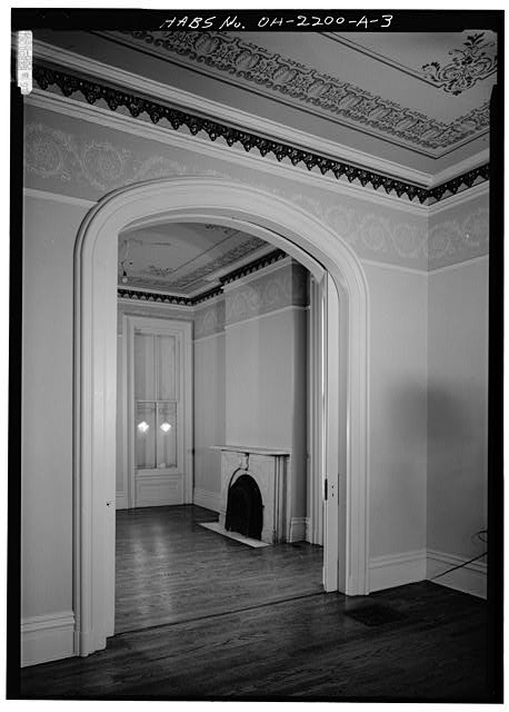 3.  BACK PARLOR THROUGH ARCHWAY, LOOKING NORTHEAST - 808 Dayton Street (House), Cincinnati, Hamilton County, OH