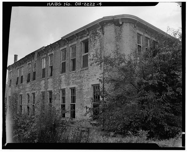 4.  VIEW SOUTHWEST SHOWING EAST ELEVATION AND CURVED NORTHEAST CORNER WALL, EMPLOYEE/STAFF LUNCHROOM - Southern Ohio Lunatic Asylum, 2335 Wayne Avenue, Dayton, Montgomery County, OH