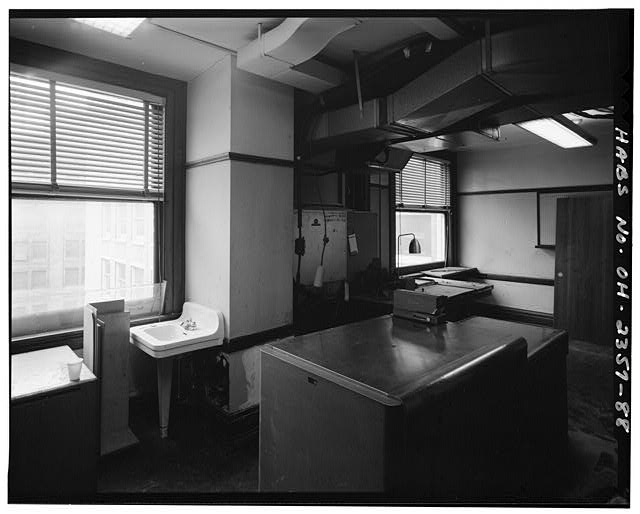 88.  View south: office area 4/17/89 - Brotherhood of Locomotive Engineers Building, 1365 Ontario Street, Cleveland, Cuyahoga County, OH