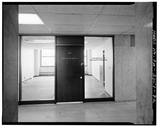 92.  View southwest: entrance to office 4/14/89 - Brotherhood of Locomotive Engineers Building, 1365 Ontario Street, Cleveland, Cuyahoga County, OH
