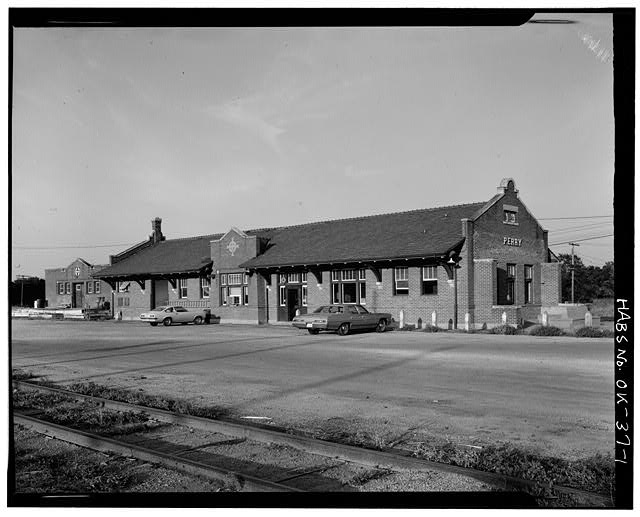 1.  EXTERIOR, FRONT - Atchison, Topeka, Santa Fe Railroad Station, Perry, Noble County, OK